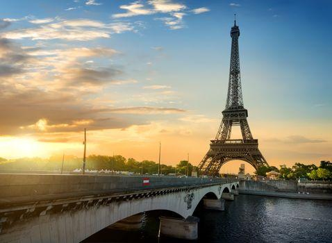 Jena bridge and Eiffel Tower
