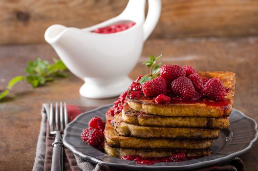 French toast with rapsberries