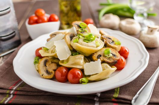 Tortellini stuffed with a mixture of vegetable spring