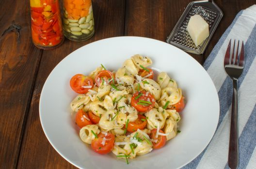 Tortellini with parmesan and tomatoes