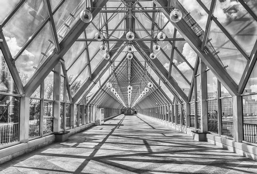 Walking inside Pushkinsky Pedestrian Covered Bridge in central M