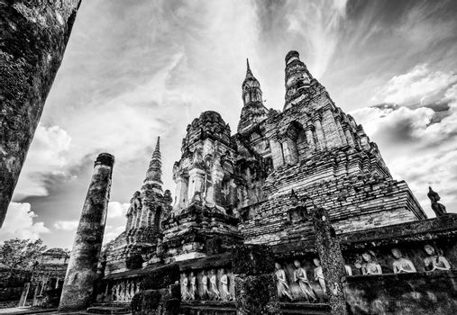 Wat Maha That in black and white color