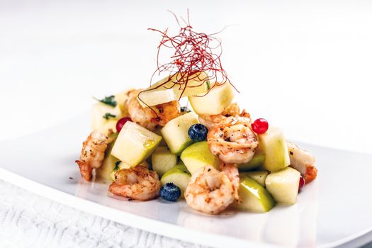 Shrimps with pear salad