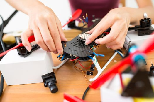 Assembler the component on drone body