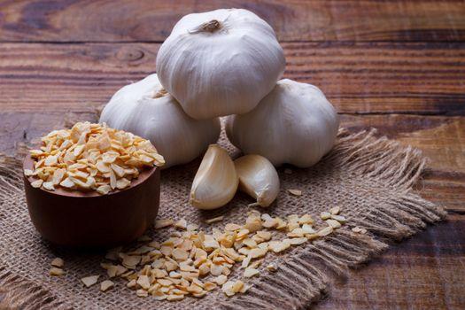 Dried and fresh garlic