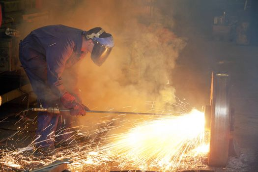 Manual worker with thermic lance