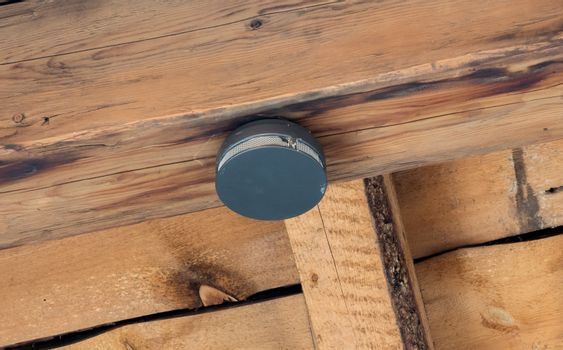 Small round battery operated device to warn residents of fire