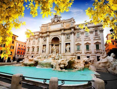 Fountain di Trevi in autumn