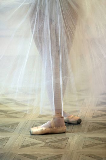 Beautiful legs of the ballerina in pointe shoes