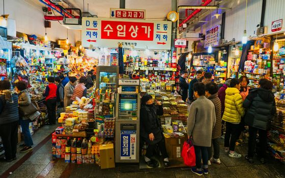 traditional grocery market