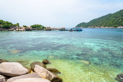 Beautiful natural landscape of clear sea to see the rocks and coral at the pier for boat trip at Koh Nang Yuan Island is a famous tourist attraction in the Gulf of Thailand, Surat Thani province, Thailand