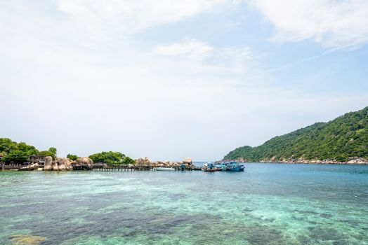 Beautiful natural landscape of sea and sky during summer at the pier for boat trip at Koh Nang Yuan Island is a famous tourist attraction in the Gulf of Thailand, Surat Thani province, Thailand