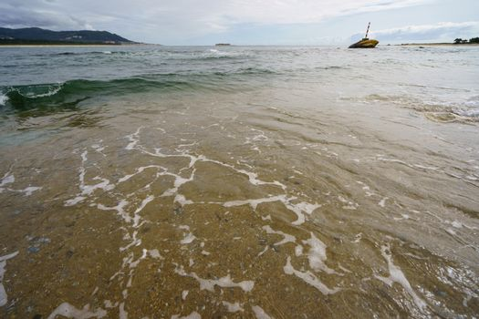 Noisy ocean surf with force throws waves to shore