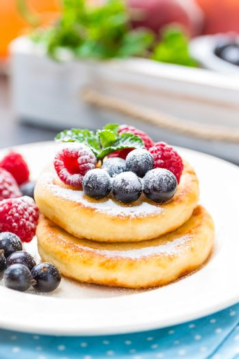 Cottage cheese pancakes, syrniki, curd fritters with berries