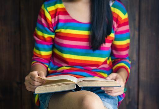 Girls wear shorts and shirt bright color various poses