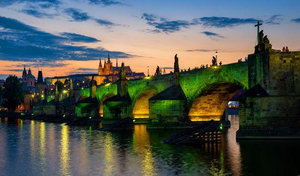 Green illumination of bridge