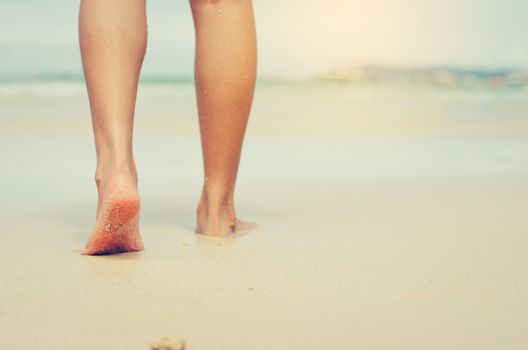 Travelers are barefoot on the sand. For the feet to feel the sof