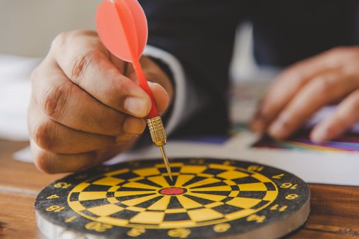 Handles the arrows to pin down the target. - The concept of busi