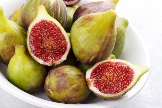 Ripe figs in a plate