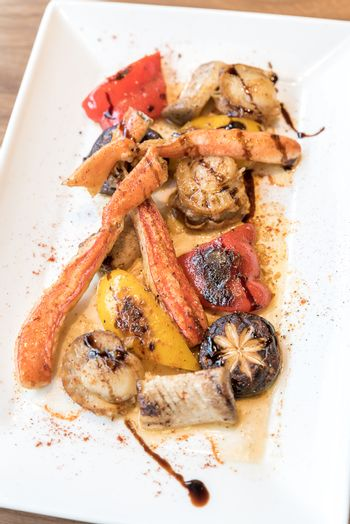 grilled taraba japanese king crab with scallop