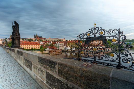 Místo kde byl svržen z Karlova mostu svatý Jan Nepomucký do řeky Vltavy, Praha