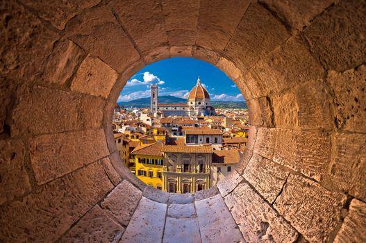 Florence cathedral di Santa Maria del Fiore or Duomo view trhrou