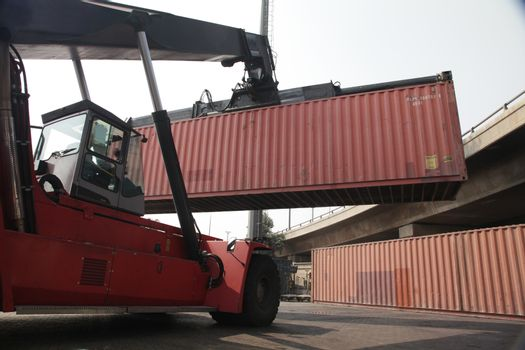 Forklift truck lodging a container
