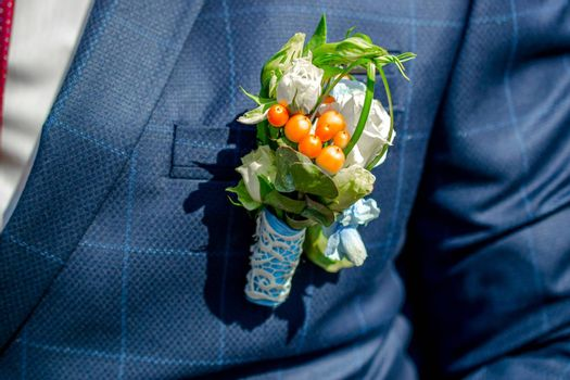 groom's boutonniere, wedding in the spring