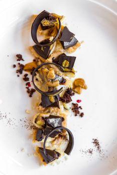 Chocolate tart with banana and icing