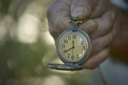 Observe the time that goes by
