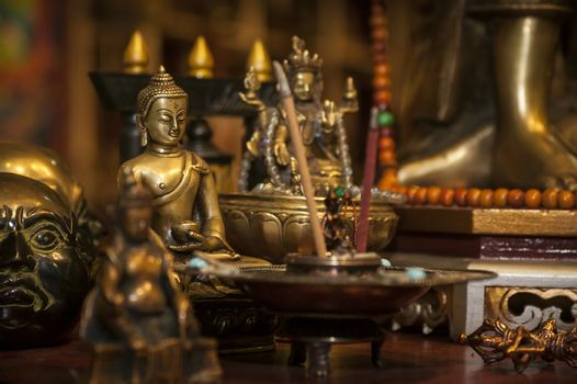 Many Buddha statues are immersed in other spiritual and typical Oriental cultures in a handmade merchandise stand.