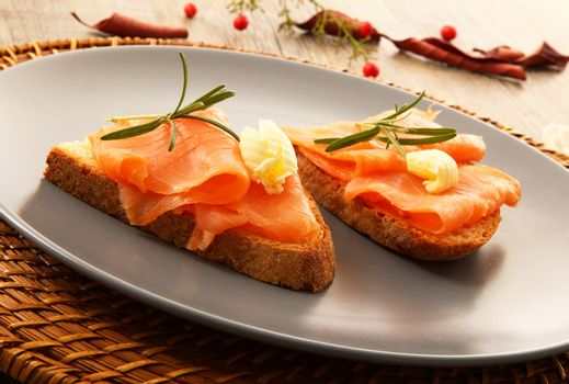 Exquisite bread croutons with smoked salmon