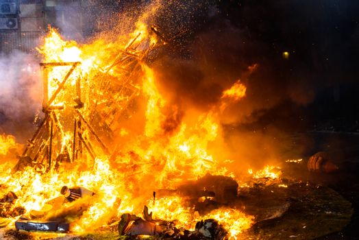 End of the Valencian festivities of Fallas, Monument faller consumed in the fire in high flares.