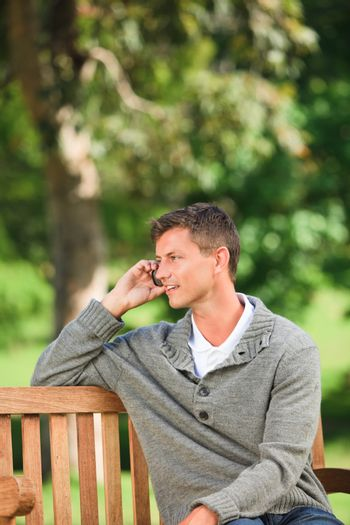Man phoning on the bench