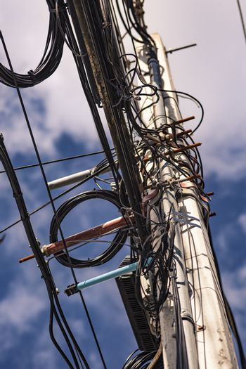 Trellis with electric cables 5