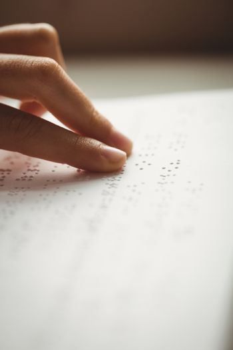 Readinn braille with hands