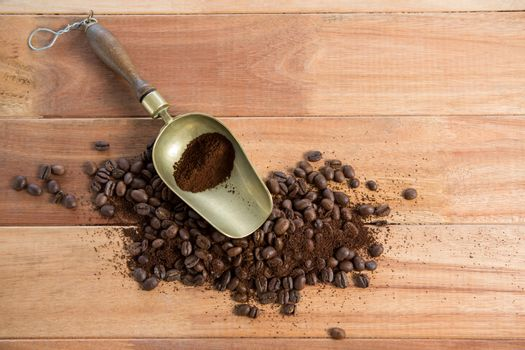 Roasted coffee beans with powder