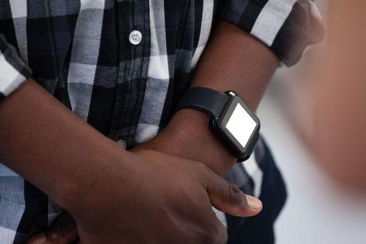 Man wearing smartwatch