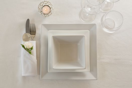 Bowl and cutlery with napkin