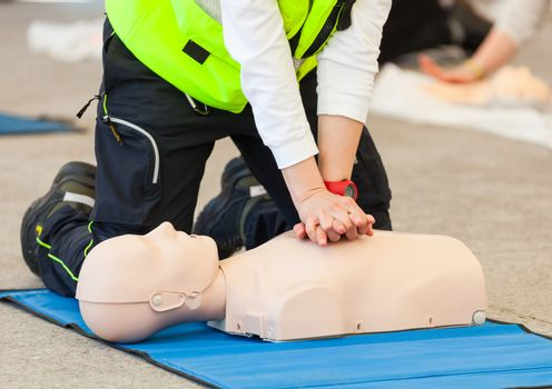 CPR training with dummy