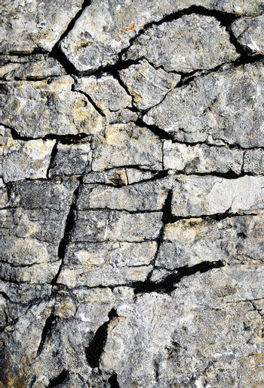 limestone fissures cracks