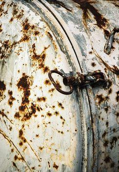 rusty lid on the tank