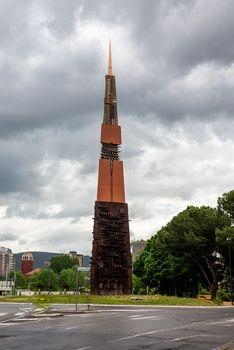 obelisk Arnaldo Pomodoro
