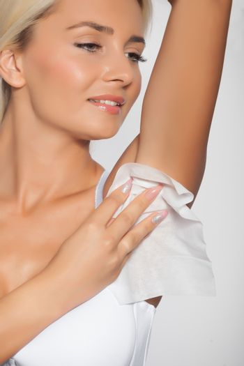 Young woman clean the armpit with wet wipes