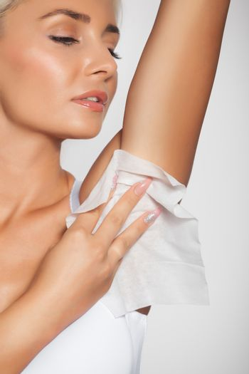 Woman clean the armpit with wet wipes