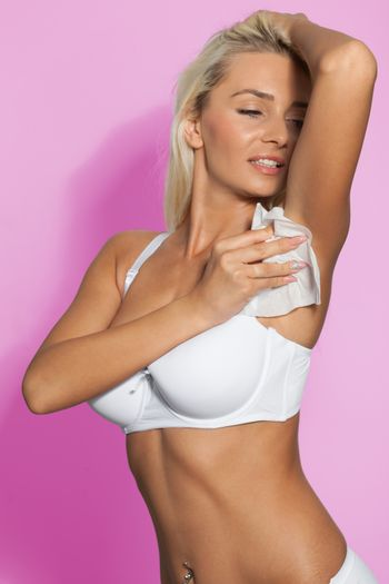 Girl wipes the armpit with wet wipes