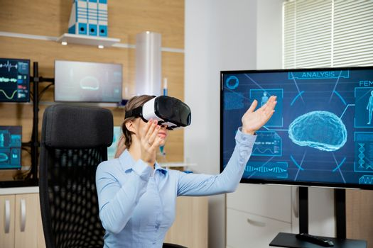 Clinical neurology worker explores virtual reality in the lab
