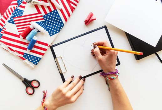 USA Independence Day DIY craft. DIY 4th of July step by step needle holder craft. Step 1 - drawing a heart