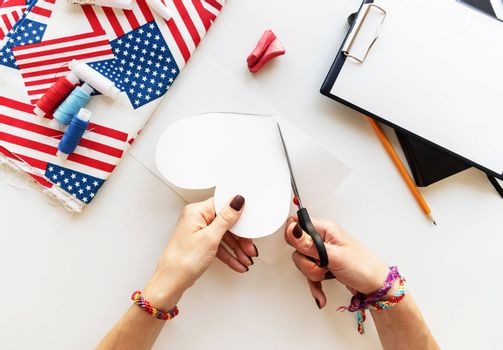 USA Independence Day DIY craft. DIY 4th of July step by step needle holder craft. Step 2 - cut out the paper heart