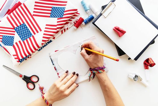 USA Independence Day DIY craft. DIY 4th of July step by step needle holder craft. Step 3 - encircle the heart on the textile
